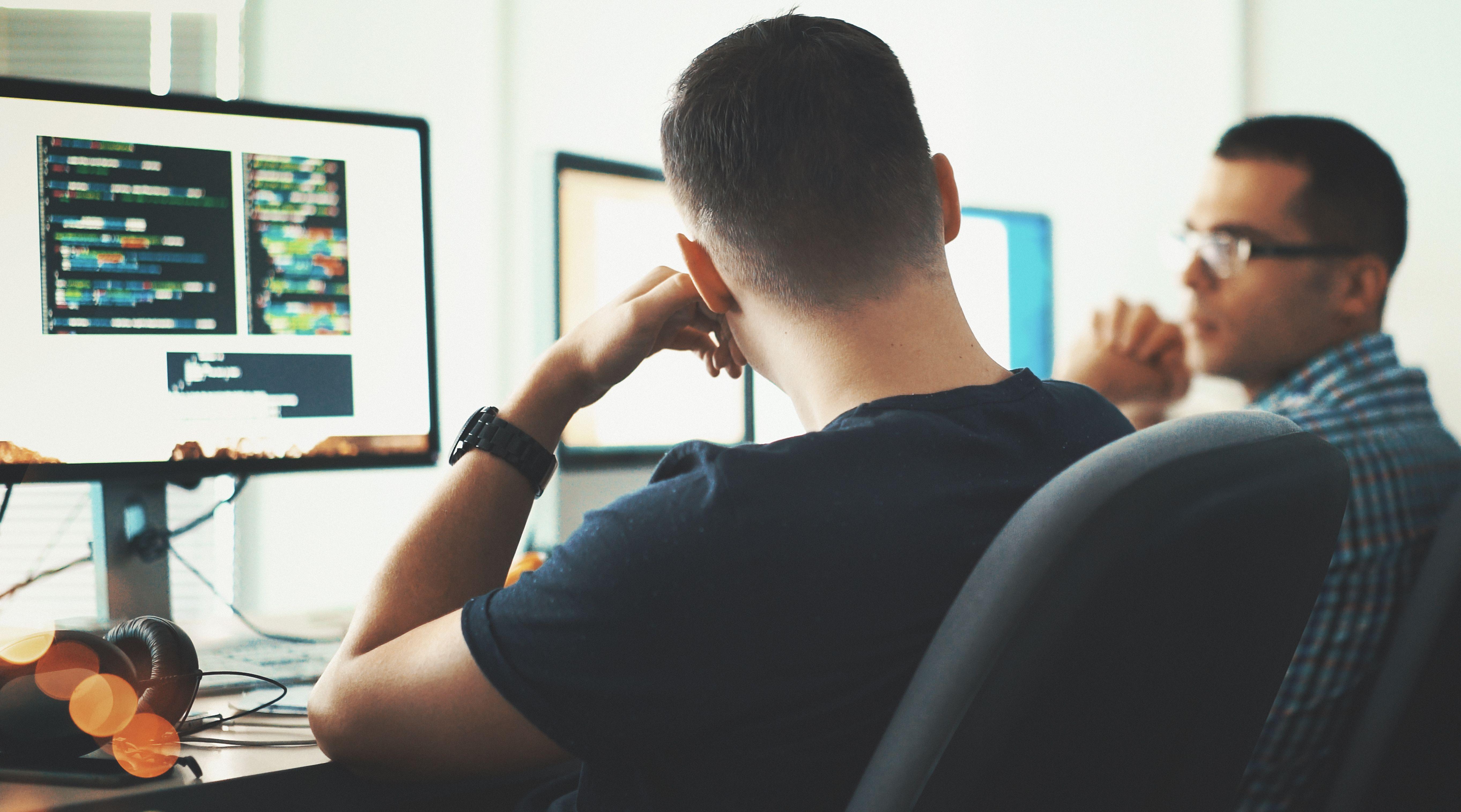men talking, computer screens